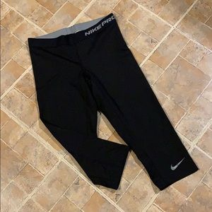 Nike Pro cropped compression leggings size medium